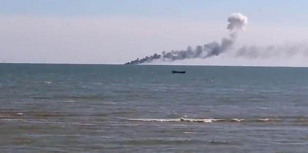 Filorussi affondano nave militare di Kiev – VIDEO