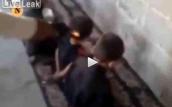 Islamici circondano orfanotrofio: 100 bambini 'infedeli' in ostaggio