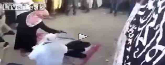 Islamici giustiziano due 'infedeli' perché 'offendono' Maometto – VIDEO CHOC
