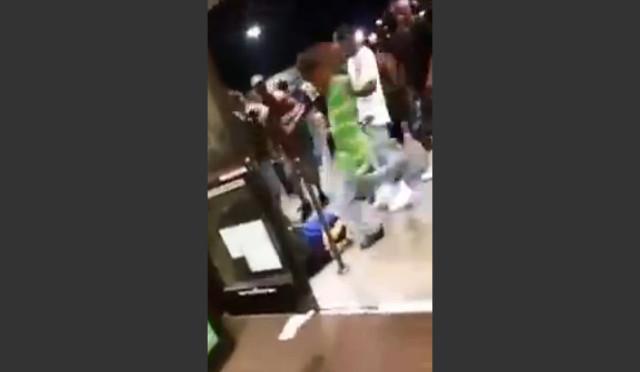 Branco di neri massacra di botte commessi – VIDEO CHOC