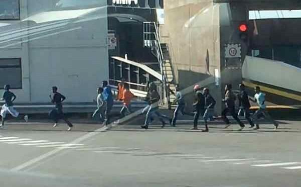 Battaglia di Calais: terza notte di scontri, riunione Cobra