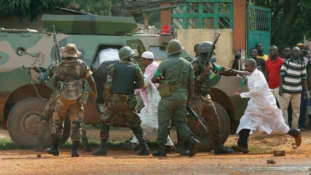 Ebola: volevano aiutare, medici rapiti e uccisi