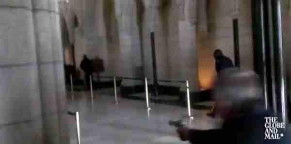 """Canada, testimoni: """"Terrorista aveva fazzoletto arabo sul volto"""" – VIDEO"""