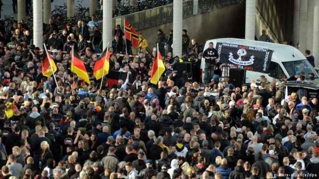Germania: grande manifestazione degli Ultras contro Islam