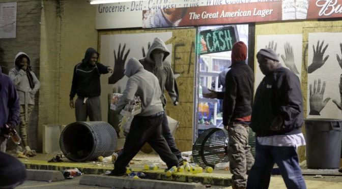 Negli Usa è guerra razziale: africani devastano città