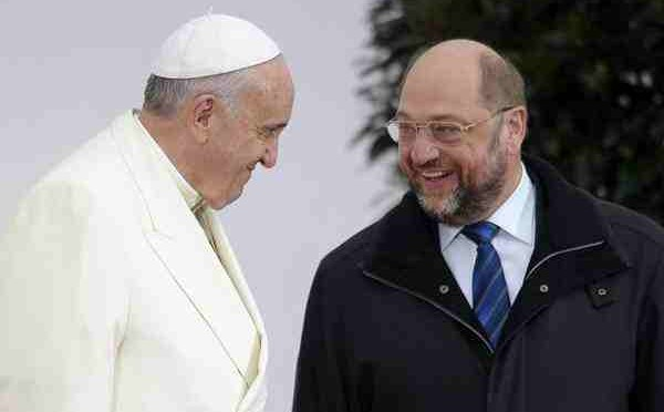 "Bergoglio provoca: ""Garantire accoglienza immigrati, servono nuove leggi"""