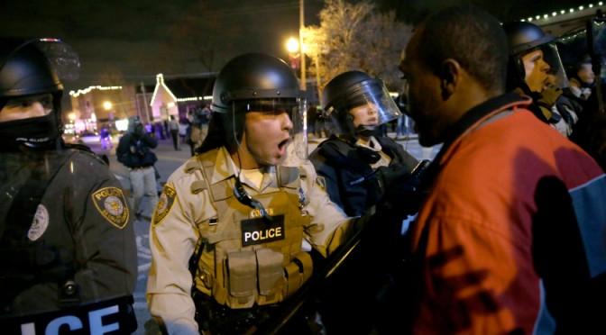 Ferguson: africani sparano contro poliziotti, esplosi 150 colpi