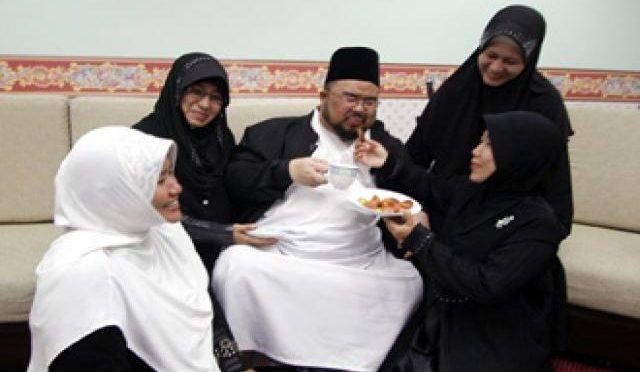 Germania flirta con la poligamia, il caso del 'nuovo tedesco'