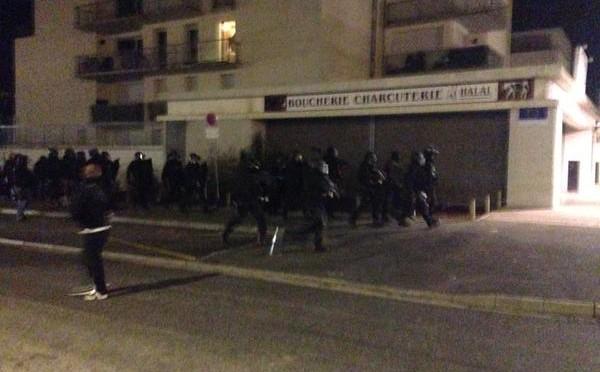 Strage Parigi: sparatoria, agente morto arresti