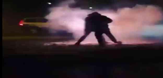 Svezia: auto polizia cade in imboscata in ghetto islamico – VIDEO