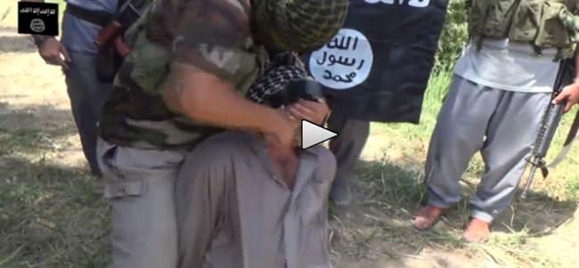 Islamici lo sgozzano come un capretto – VIDEO CHOC