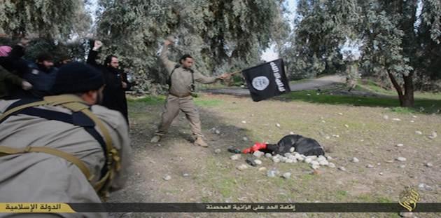 Un'altra donna lapidata da islamici – FOTO CHOC – VIDEO