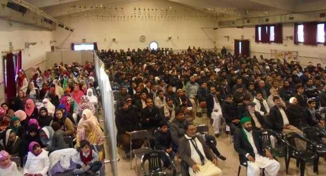 Pd mette le donne nel recinto per non turbare islamici – FOTO