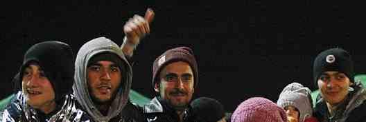 Islamici giocano 'a palla' con testa mozzata 'infedele' – VIDEO