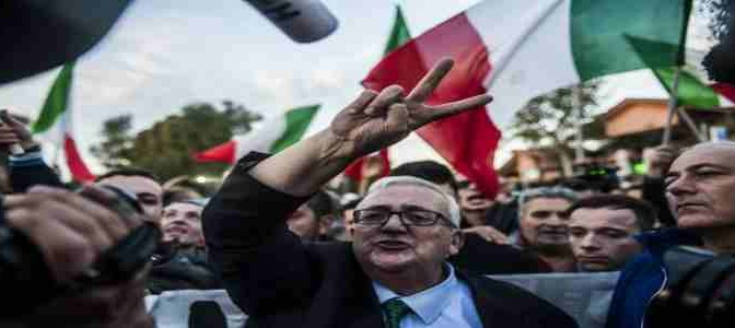 """""""Gli zingari sono ladri"""": Borghezio condannato a risarcire Rom"""
