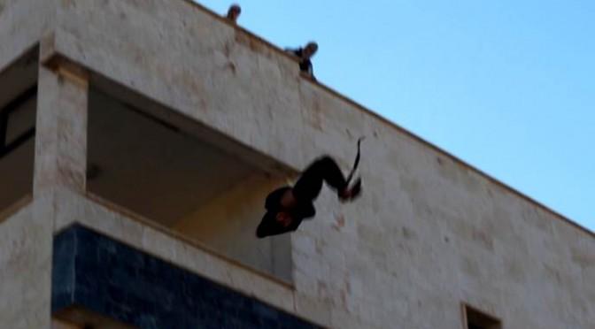 ISIS l'ha rifatto: altro gay gettato vivo da palazzo – FOTO CHOC