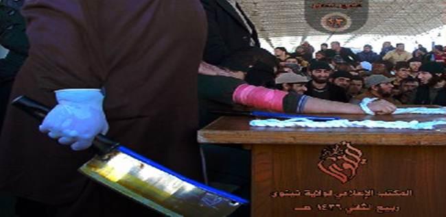ISIS APPLICA LEGGE ISLAMICA: TAGLIATE LE MANI A DUE PRESUNTI LADRI – FOTO