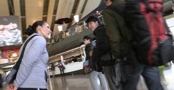 Roma, ecco le zingare in azione alla Stazione Termini – VIDEO