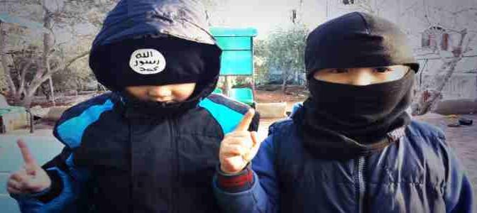 Bambini siriani si addestrano ad uccidere bambini cristiani – VIDEO