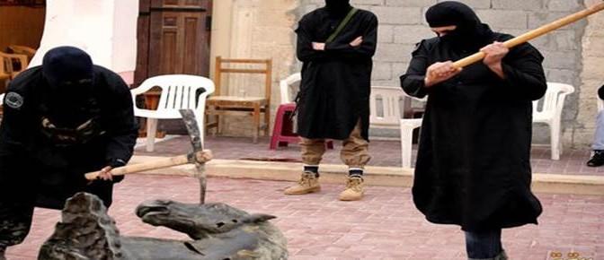 La furia iconoclasta di ISIS contro statue cavalli – FOTO