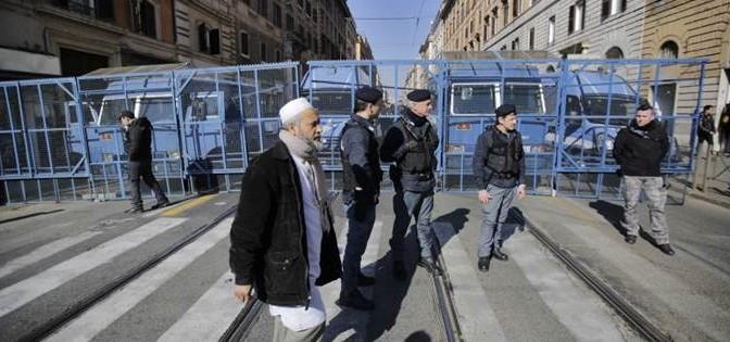 Roma: i violenti dei centri sociali finiscono 'in gabbia'