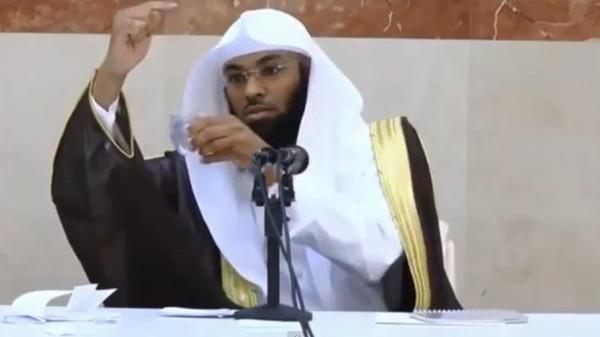 """Imam: """"La Terra è immobile, lo sanno tutti"""" – VIDEO"""