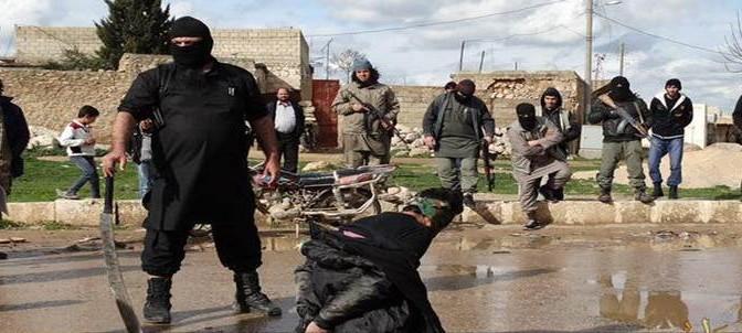 Doppia esecuzione a colpi di mannaia: ISIS 'giustizia' prigionieri – FOTO