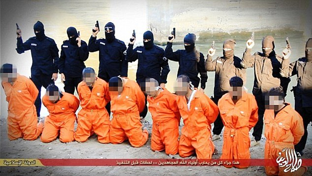 ISIS attacca raffineria: esecuzioni sommarie – VIDEO