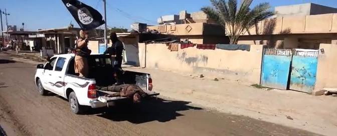 Carosello macabro di ISIS: i cadaveri degli 'infedeli' come trofei – VIDEO