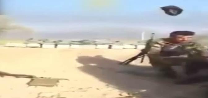 Si alza dalla trincea, cecchino ISIS lo uccide – VIDEO