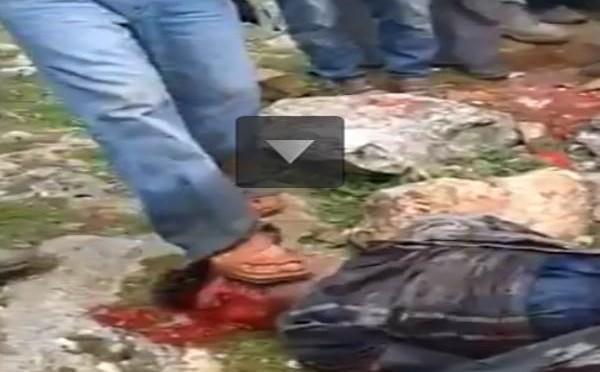 Islamici catturano equipaggio elicottero: folla massacra pilota – VIDEO CHOC