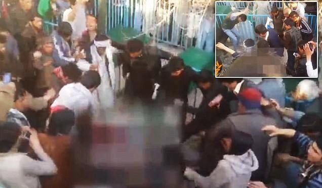 Donna bruciata viva da folla islamica: aveva profanato Corano – VIDEO CHOC