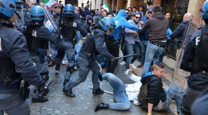 MAMME BLOCCANO BUS PROFUGHI: SGOMBERATE DALLA DIGOS!