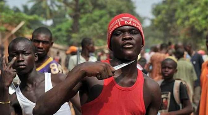 Ancona, nigeriano invoca strage italiani: «Vi ammazzo»