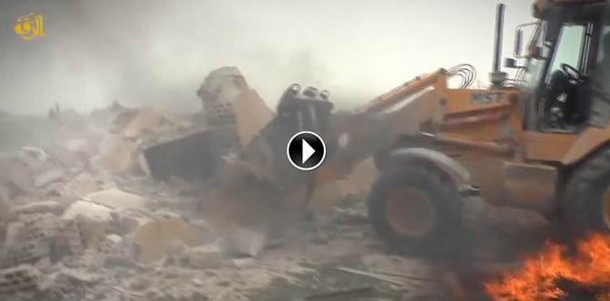 ISIS distrugge cimitero 'infedeli' – VIDEO