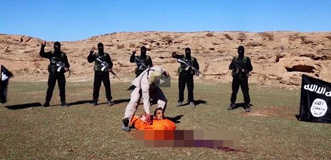 """ISIS decapita prigioniero: """"Ha 'confessato' i suoi crimini"""" – VIDEO CHOC"""