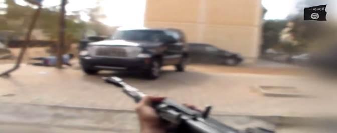 Libia, caccia agli 'infedeli': islamici sparano a passanti – VIDEO
