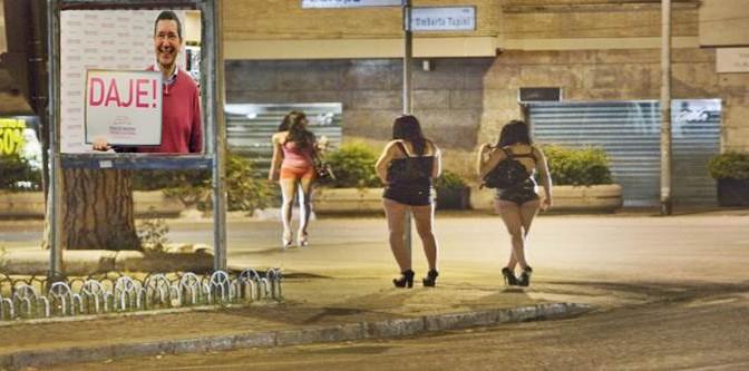 Miss scrive su Facebook che le romene sono prostitute e i romeni puzzano: denunciata per 'razzismo'