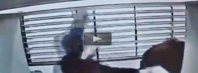 Ragazza brutalmente aggredita da cinese al bancomat – VIDEO