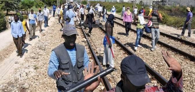 """Treni costretti a rallentare per """"migranti sui binari"""""""