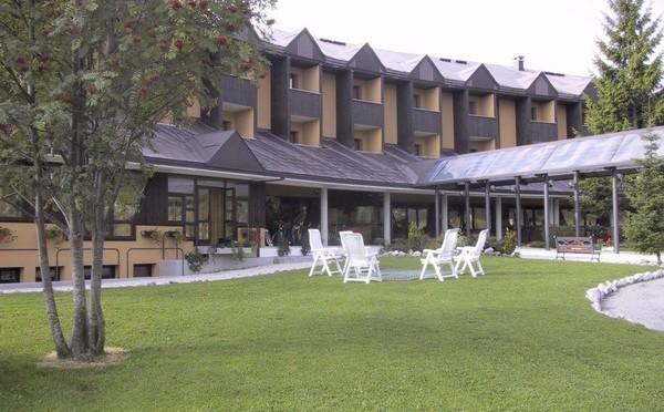 'Profughi' insoddisfatti di hotel a 4 stelle: se ne vanno dopo colazione