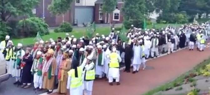 Simpatizzanti ISIS marciano al grido 'Allah Akbar' – VIDEO