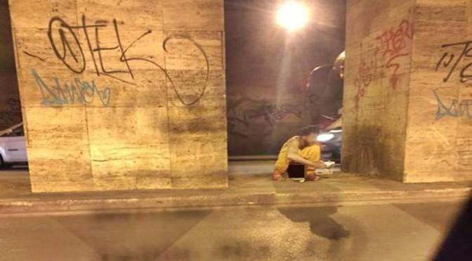 'Profughi' si preparano al Giubileo: cacando per strada – FOTO