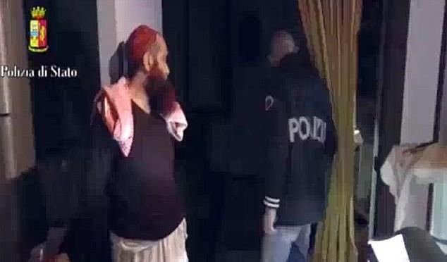 Terroristi islamici entravano in Italia come 'profughi': così agiva cellula Al Qaida