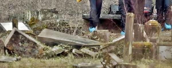 "Sindaco: ""profughi islamici distruggono i nostri cimiteri"""