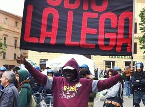 Bitonci guida marcia di protesta contro l'invasione dei 'profughi' di lusso
