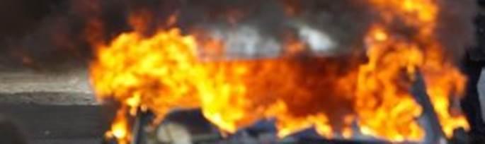 """Africani appiccano incendio: """"Esigiamo permessi di soggiorno"""""""
