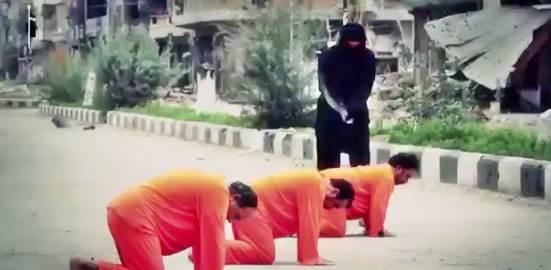 Boia islamico è scatenato: decapita tre 'infedeli' in fila – VIDEO
