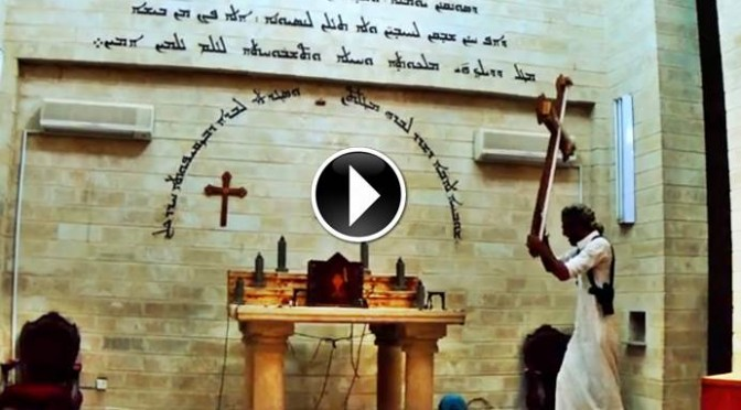 LA FURIA DI ISIS CONTRO LE CROCI E LE CHIESE – VIDEO