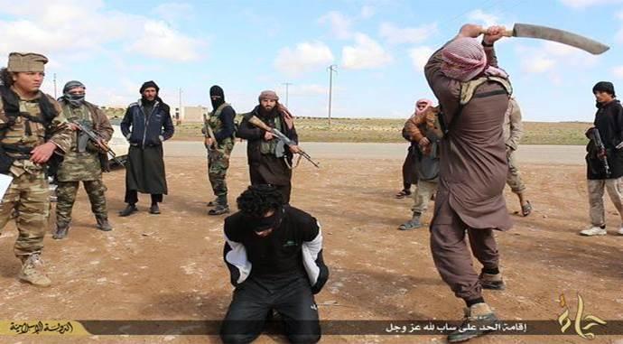 """Islamici senza pietà: """"Perché mi decapitate?"""" – VIDEO"""